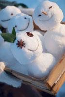 木箱に入った雪だるま
