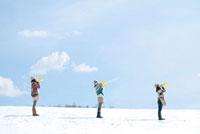 メガホンを持つ3人の女性 20027008639| 写真素材・ストックフォト・画像・イラスト素材|アマナイメージズ