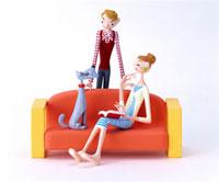 ソファーでくつろぐ夫婦と犬 20037000631| 写真素材・ストックフォト・画像・イラスト素材|アマナイメージズ