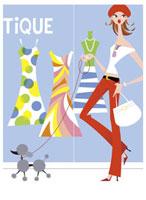 ペットと一緒にウィンドーショッピングする女性 20037002187| 写真素材・ストックフォト・画像・イラスト素材|アマナイメージズ