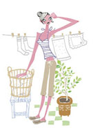 洗濯物を干す女性 20037002234| 写真素材・ストックフォト・画像・イラスト素材|アマナイメージズ