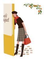 ドアの横にいる女性 20037002264| 写真素材・ストックフォト・画像・イラスト素材|アマナイメージズ