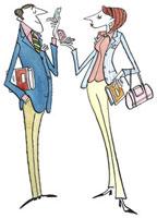 携帯電話を持ちながら話をするスーツ姿の男女