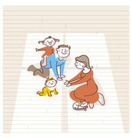 子供達と遊ぶ両親 20037002849| 写真素材・ストックフォト・画像・イラスト素材|アマナイメージズ