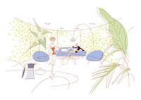 ソファでくつろぐ男性と飲み物を運ぶ女性 20037003064| 写真素材・ストックフォト・画像・イラスト素材|アマナイメージズ