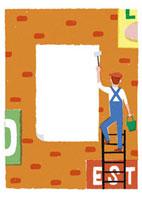 壁にペンキを塗る男性