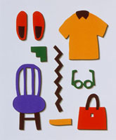 椅子と衣服や小物類