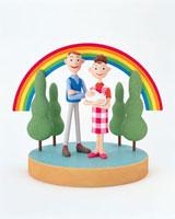 虹と赤ちゃんを抱いた夫婦 20037004355| 写真素材・ストックフォト・画像・イラスト素材|アマナイメージズ