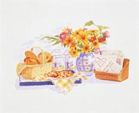 テーブルの上に乗った食事と花瓶の花 20037004509| 写真素材・ストックフォト・画像・イラスト素材|アマナイメージズ