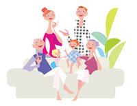 ソファに座る三世代家族 20037005010| 写真素材・ストックフォト・画像・イラスト素材|アマナイメージズ
