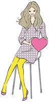 ハートを持ち座る女性 20037005138| 写真素材・ストックフォト・画像・イラスト素材|アマナイメージズ