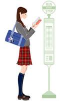 本を読みながらバスを待つ女子学生