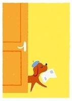 新聞をくわえて歩く犬