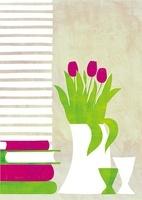 本とチューリップの花瓶