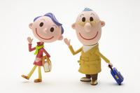 旅行に出掛ける中高年夫婦