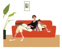 ソファでくつろぐ仲良しの親子 20037007901| 写真素材・ストックフォト・画像・イラスト素材|アマナイメージズ