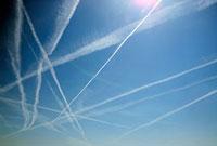 Contrails in the sky 20038006135| 写真素材・ストックフォト・画像・イラスト素材|アマナイメージズ