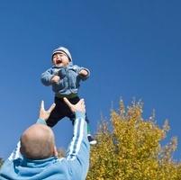 Fun with daddy 20038009561| 写真素材・ストックフォト・画像・イラスト素材|アマナイメージズ