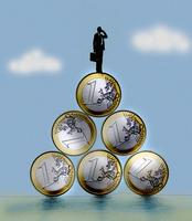 Businessman using phone on top of euro coin pyramid 20039007804| 写真素材・ストックフォト・画像・イラスト素材|アマナイメージズ