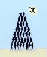 Businessman leaping from the top of human pyramid 20039007808| 写真素材・ストックフォト・画像・イラスト素材|アマナイメージズ