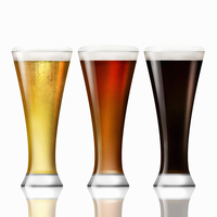 Row of lager, bitter and stout beer in beer glasses 20039008101| 写真素材・ストックフォト・画像・イラスト素材|アマナイメージズ