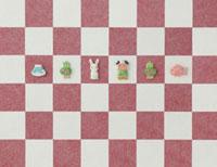 紅白の市松模様とうさぎとお正月のアイテム 20041000249| 写真素材・ストックフォト・画像・イラスト素材|アマナイメージズ