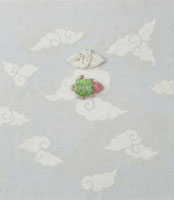 白とグレーの雲の模様の上に鶴と亀