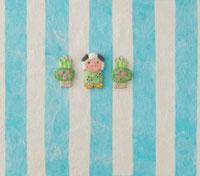 水色の縞模様の上に獅子舞と門松 20041000271| 写真素材・ストックフォト・画像・イラスト素材|アマナイメージズ