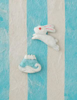 水色の縞模様の上に兎と富士山 20041000312| 写真素材・ストックフォト・画像・イラスト素材|アマナイメージズ