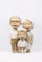 シニア夫婦と孫 20041000478| 写真素材・ストックフォト・画像・イラスト素材|アマナイメージズ