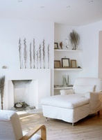 White sitting room with day-bed beside fireplace, armchair a 20052001661| 写真素材・ストックフォト・画像・イラスト素材|アマナイメージズ