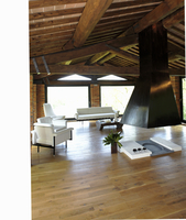Renovated country home with a rustic beam ceiling and open f 20052011522| 写真素材・ストックフォト・画像・イラスト素材|アマナイメージズ