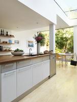Kitchen island in open-plan kitchen of contemporary house 20052012412| 写真素材・ストックフォト・画像・イラスト素材|アマナイメージズ