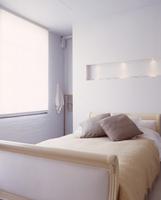 Modern bedroom with traditional-style bed 20052012503| 写真素材・ストックフォト・画像・イラスト素材|アマナイメージズ