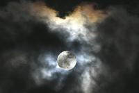 Night Sky With Full Moon 20053007006| 写真素材・ストックフォト・画像・イラスト素材|アマナイメージズ