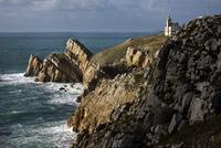 Lighthouse at the Pointe du Toulinguet, Camaret-sur-Mer, Finistere, Brittany, France. (Photo by: Arterra/UIG)