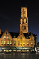 The Burg square at the city Bruges / Brugge with restaurant and the belfry at night, West Flanders, Belgium. (Photo by: Arterra/ 20053015138| 写真素材・ストックフォト・画像・イラスト素材|アマナイメージズ
