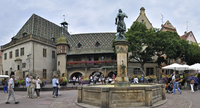 Fountain with statue of Baron Lazare de Schwendi and the old customs office / Koifhus at the Place de la Ancienne Douane, Colmar