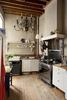 Old fashioned kitchen with lime washed walls in mid-19th cen 20054000012| 写真素材・ストックフォト・画像・イラスト素材|アマナイメージズ