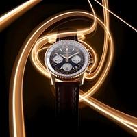 Breitling Watch Against A Black Backround With Lighted Strip 20055006569  写真素材・ストックフォト・画像・イラスト素材 アマナイメージズ