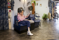 Nonagenarian Getting Her Hair Dried During Her Weekly Appoin 20055010799| 写真素材・ストックフォト・画像・イラスト素材|アマナイメージズ