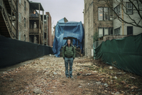 A Man Poses For A Photograph On A Construction Site. 20055012006| 写真素材・ストックフォト・画像・イラスト素材|アマナイメージズ