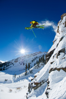 man skiing, Snowbird, Utah. 20055012286| 写真素材・ストックフォト・画像・イラスト素材|アマナイメージズ