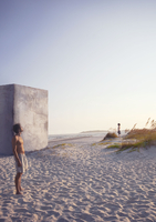Lost boys on beach in the presence of a megalithic concrete  20055012454| 写真素材・ストックフォト・画像・イラスト素材|アマナイメージズ