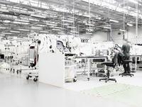 Bentley car factory 20055014688| 写真素材・ストックフォト・画像・イラスト素材|アマナイメージズ