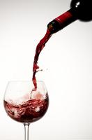 Pouring Red Wine Into Glass 20055014753| 写真素材・ストックフォト・画像・イラスト素材|アマナイメージズ