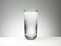 Liquid in a glass. 20055015509| 写真素材・ストックフォト・画像・イラスト素材|アマナイメージズ