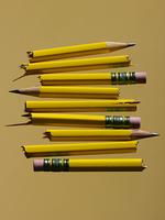 broken pencils 20055016608  写真素材・ストックフォト・画像・イラスト素材 アマナイメージズ