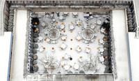 snowy aerial view of a patio with a restaurant in wintertime 20055018193| 写真素材・ストックフォト・画像・イラスト素材|アマナイメージズ