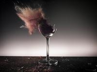 Glass With Powder Shot By Bullet 20055019097| 写真素材・ストックフォト・画像・イラスト素材|アマナイメージズ